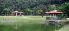 Wito Morales Park pond