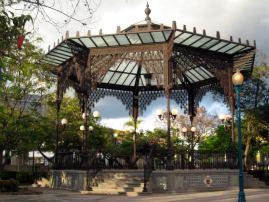 Central pavilion resembling the Arab kiosk of the 1882 expo.